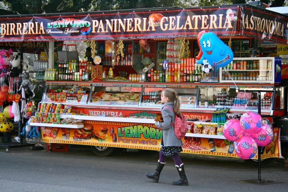 """""""Kom alle små barn! Her er godis og ballonger og sukker i mange fine farger som mamma og pappa kan kjøpe til deg!"""""""