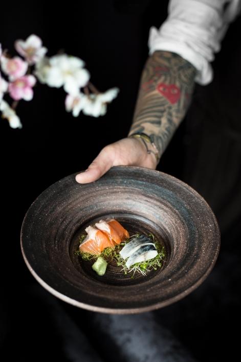 Sashimi av fjellørret og makrell m. spirer